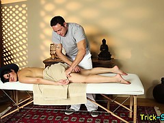Hooter babe blows masseur