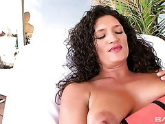 Curvaceous MILF Terry Wild works on really strong BBC so nice