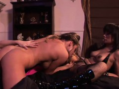 Hot lesbian threesome with ravishing starlets
