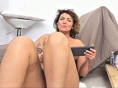 gorgeous sexy milf masturbation