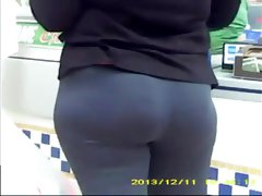 hot mom with nice ass in mall