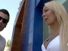 Tamara Dix in Public Milf Casting - Leche69