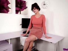 Mature British porn model Kate Anne shows off her big natural tits