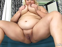 Jade shows off her fat ass before using sex toys