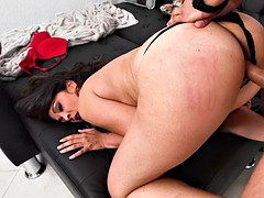 chubby brunette jessie jett seduced by a guy for a fuck
